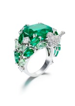 Piaget Rose Passion ring in 18K white gold set with 116 brilliant-cut diamonds (approx. 1.73 ct), 8 marquise-cut emeralds (approx. 2.22 ct), 9 marquise-cut green tourmalines (approx. 3.14 ct), 5 round emeralds (approx. 0.70 ct) and 1 cushion cut emerald (approx. 12.43 ct)