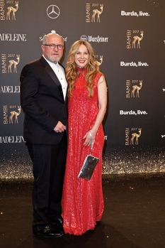 BERLIN, GERMANY - NOVEMBER 16: Harald Krassnitzer and Ann-Kathrin Kramer arrive at the Bambi Awards 2017 at Stage Theater on November 16, 2017 in Berlin, Germany. (Photo by Isa Foltin/Getty Images for Kryolan) *** Local Caption *** Harald KrassnitzerAnn-Kathrin Kramer