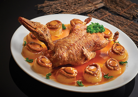 Aromatic Duck with 7 Head South Africa Abalone.jpg